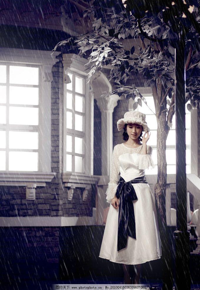 婚纱样片 结婚照 婚纱摄影 藤条 罗马柱 美女 冲光 韩式 窗户 树 帽子