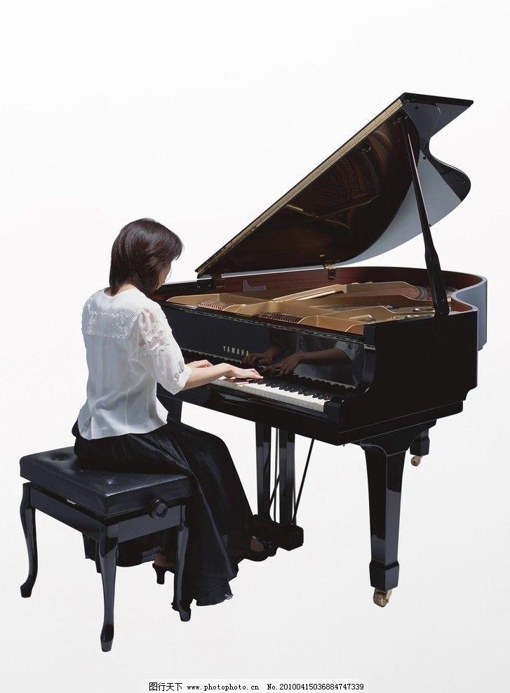 美女弹钢琴图片
