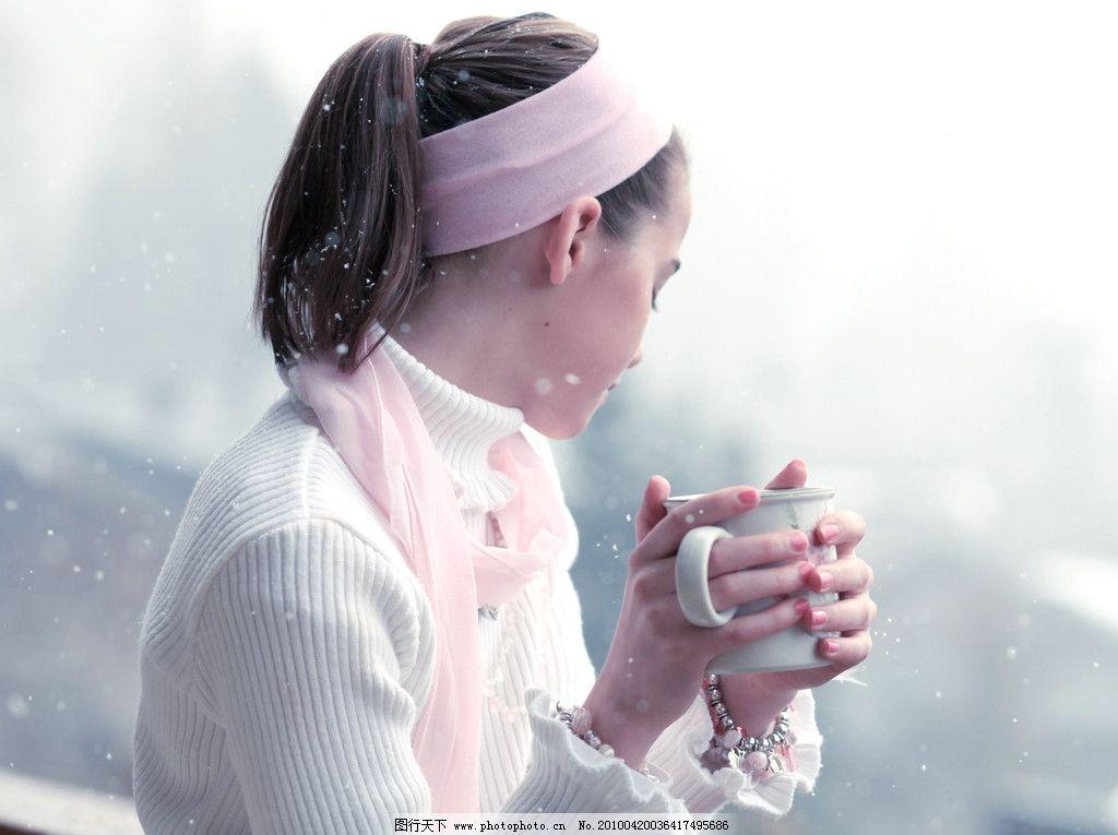 清纯可爱的英国女孩 西方 欧美 休闲 清新 喝水 杯子 头巾 女性女人