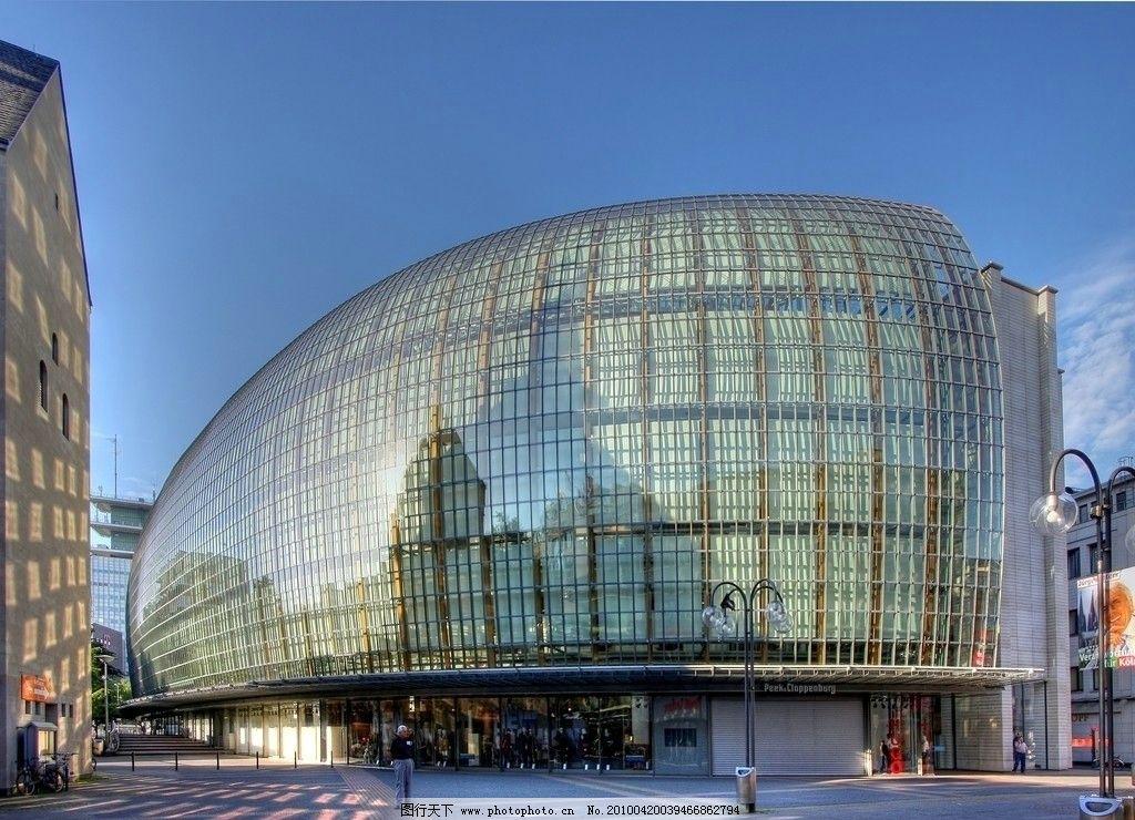 建筑设施 风景 玻璃窗 圆顶 透明 钢架结构 路人 街道 台阶