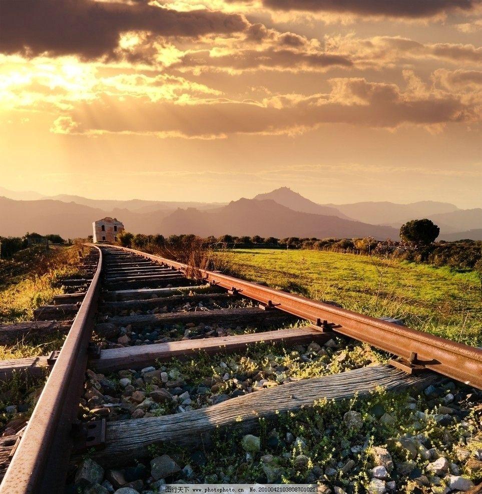 黄昏下的铁道风景图片