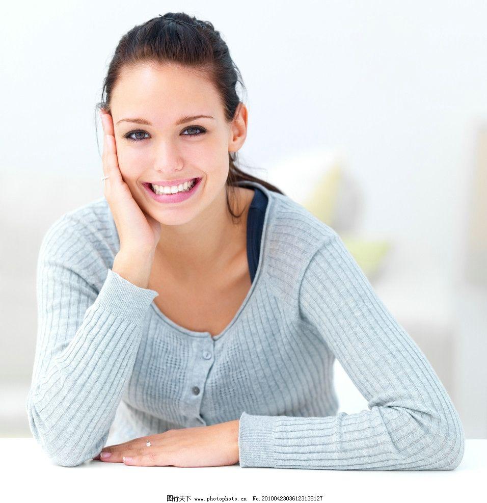 笑脸的女人图片