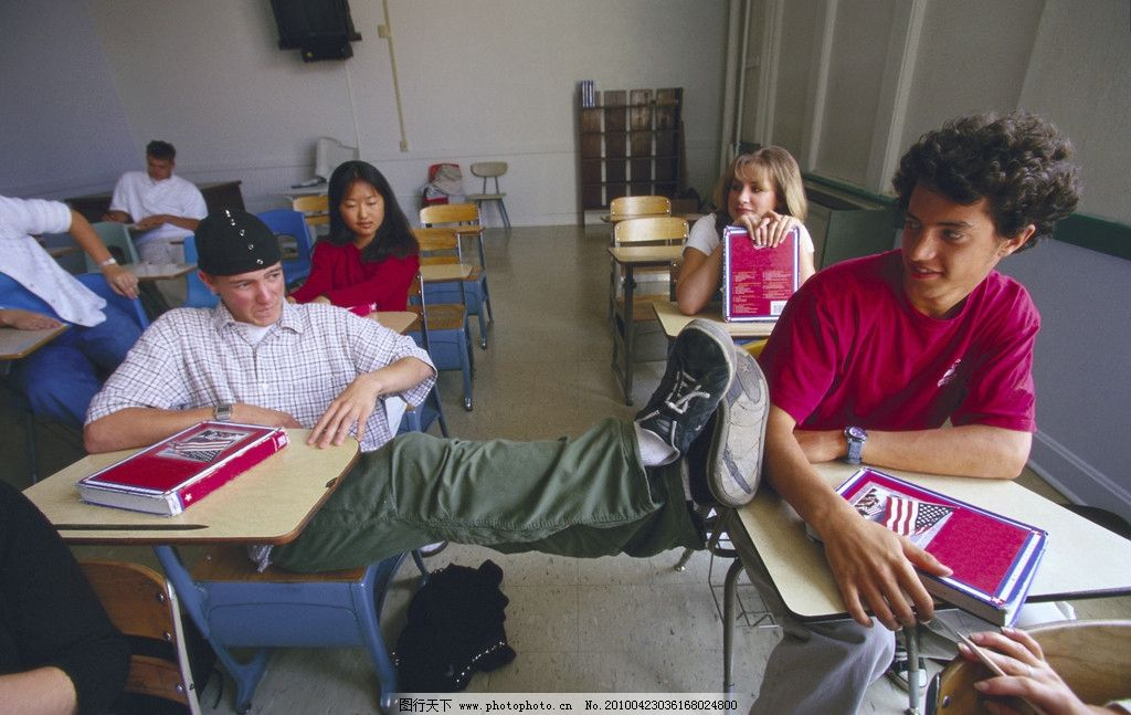 外国学生 老师 学生 黑板 粉笔 课堂 练习 上课 人物 职业人物 人物