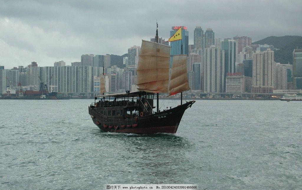 维多利亚港上的帆船