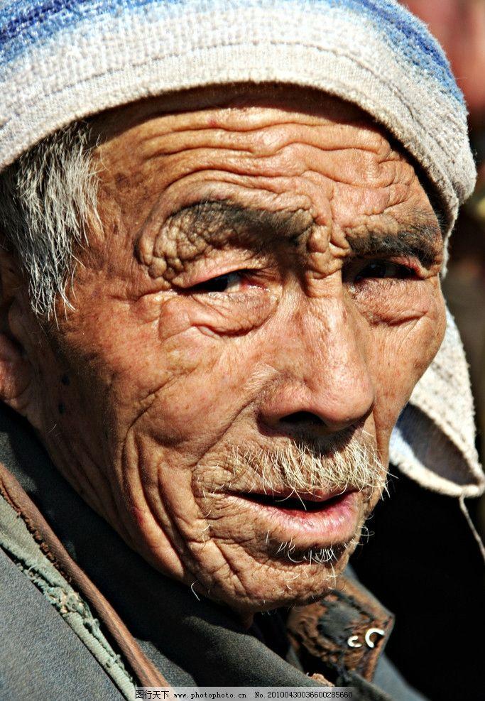 老人 老大爷 白头巾 皱纹 黝黑 局部近景 阳光下 花白胡须 老年人物