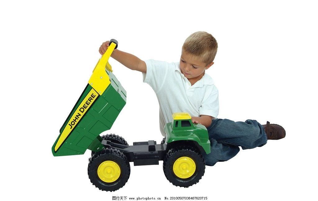 小孩与翻斗车 小孩 翻斗车 玩具 儿童幼儿 人物图库 摄影 300dpi jpg