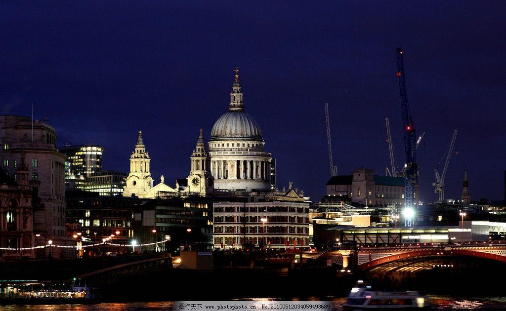 河面宽阔 河面 轮船 游艇 拱桥 河岸 英国欧式建筑 圆顶教堂大楼 江岸