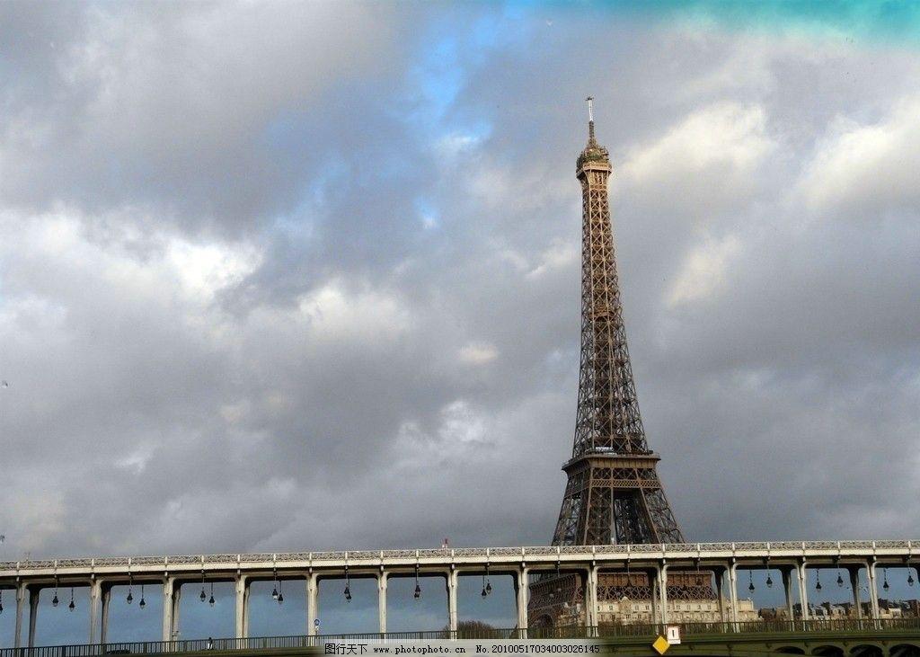 巴黎 塞纳河铁桥及埃菲尔铁塔图片
