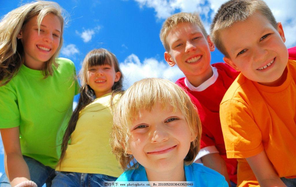 儿童 小孩 女孩 男孩 朋友 伙伴 快乐 笑容 笑脸 灿烂的笑容 幸福