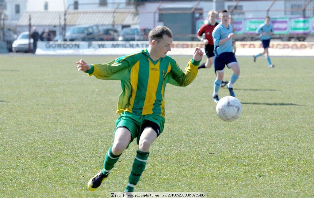 青年足球赛图片