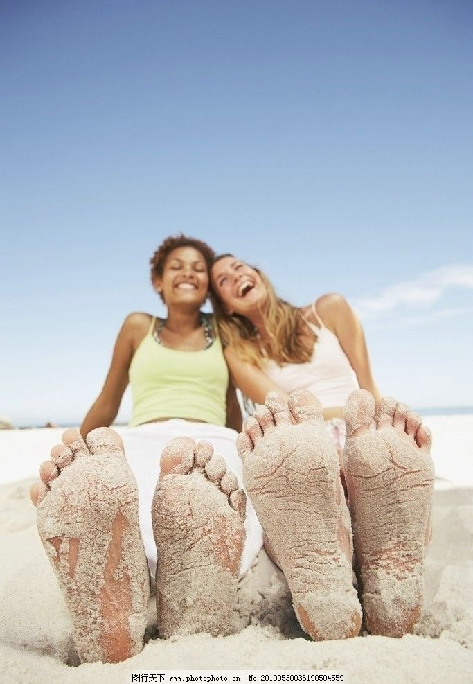 沙滩少女 国外摄影 外国 国外 男人 女人 摄影 海滩 阳光 笑容 笑