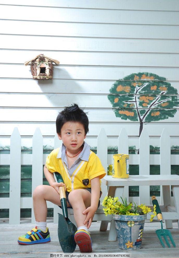 儿童幼儿 男童 时尚宝贝 可爱宝贝 可爱小男孩 拿锹的小男孩 摄影