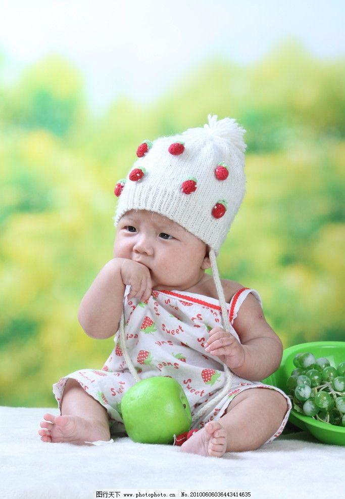 可爱儿童摄影图片 可爱儿童摄影 可爱 儿童 背景 草莓 婴儿 微笑 毛毯