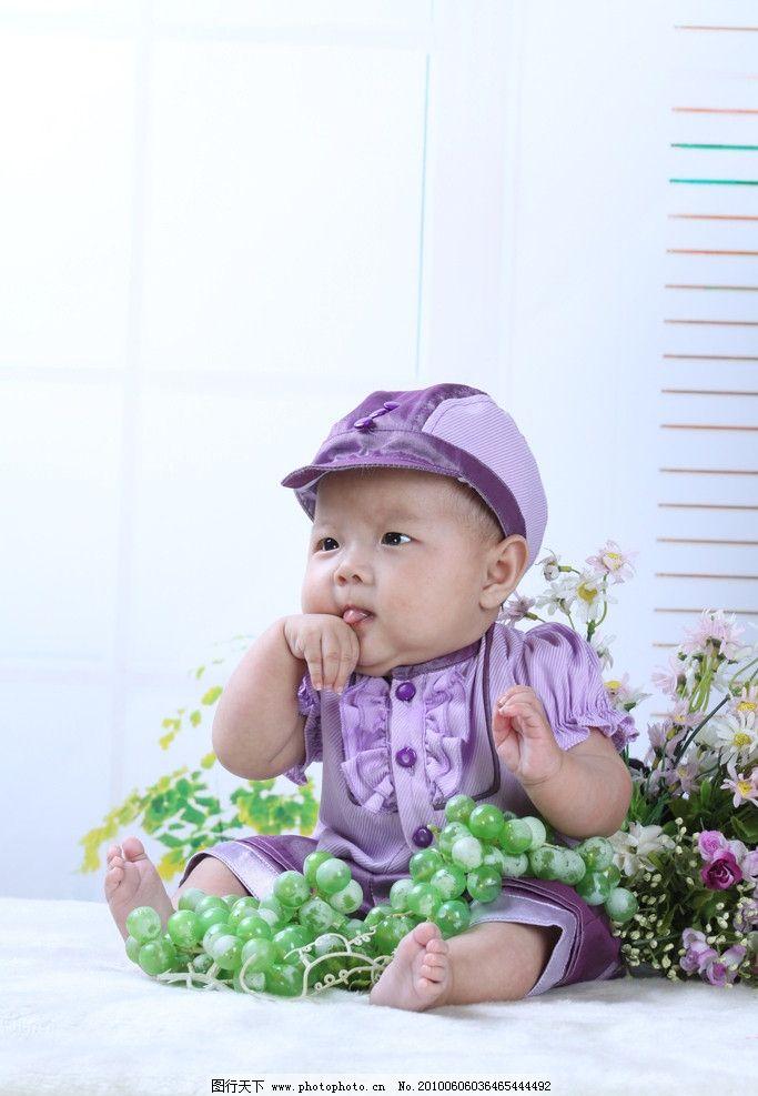 可爱 儿童 背景 婴儿 微笑 毛毯 小脚丫 肚兜 摄影图库 幼儿 人物