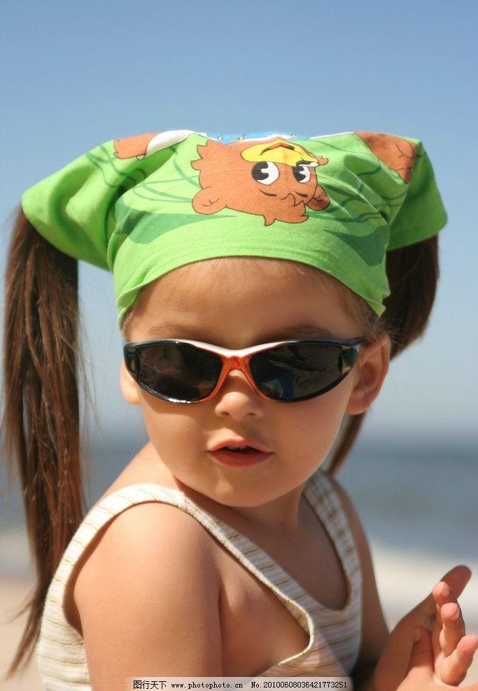 戴墨镜的可爱小孩图片