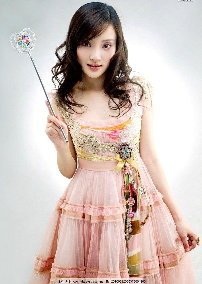 李小璐三亚海底餐厅连衣裙
