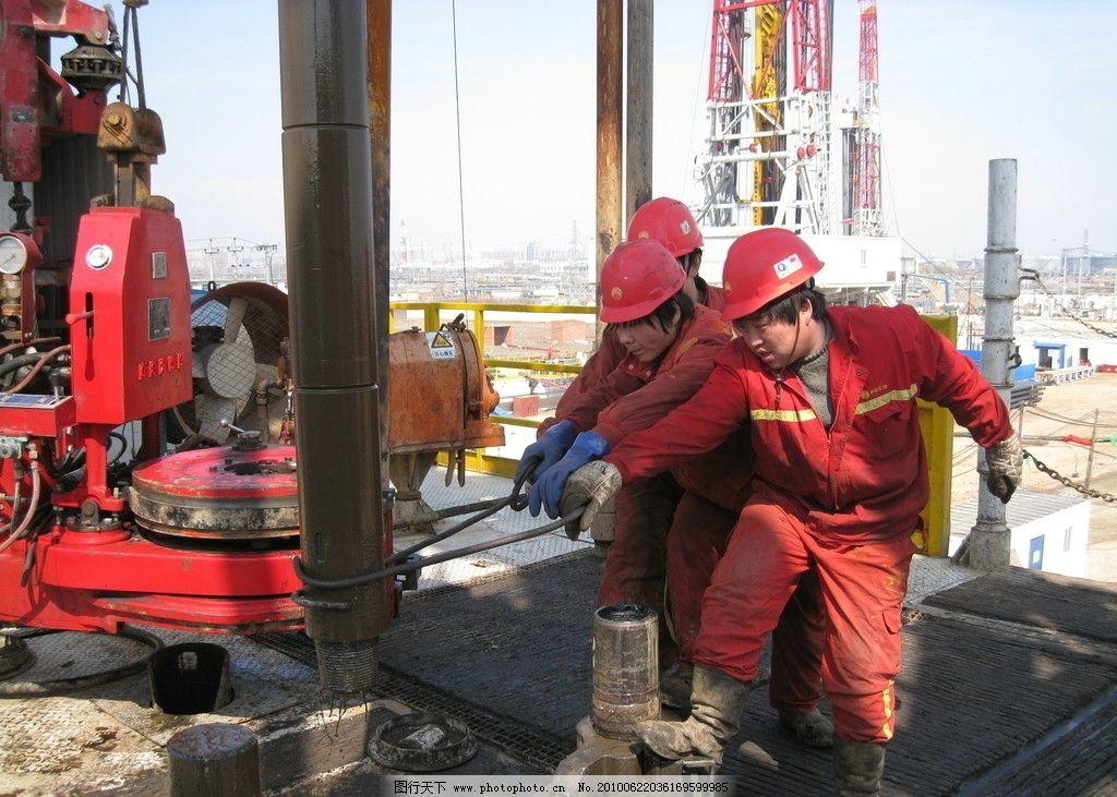 一线钻井工人图片