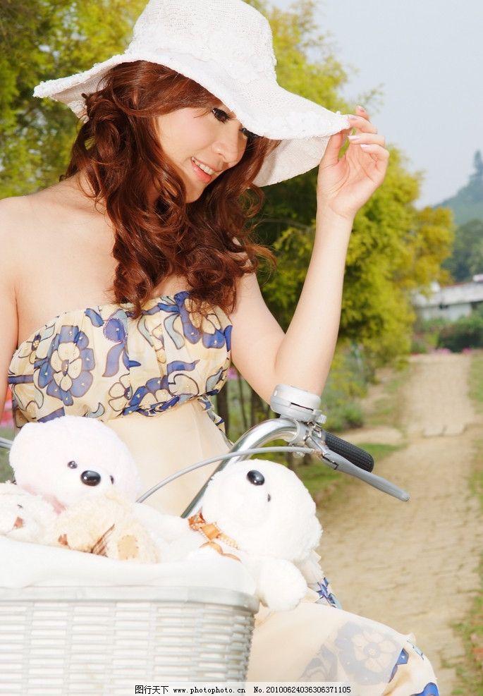 美女外景写真 单车 小路 小熊 帽子 笑脸 可爱 纯情 天真 个性写真